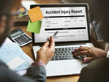 Jak odzyskać chorobowe i odszkodowanie za wypadek w pracy w UK?